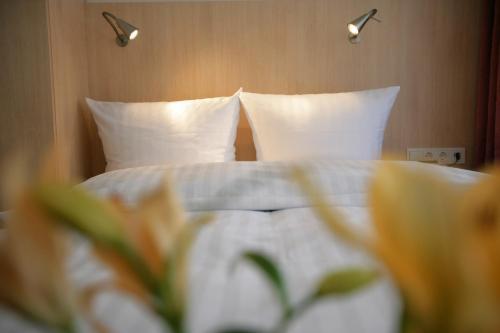 Ein Bett oder Betten in einem Zimmer der Unterkunft Hotel Senator München