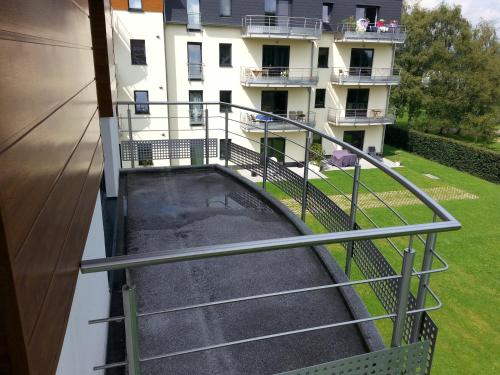 A balcony or terrace at Appartement 2 Chambres Rue de Spa