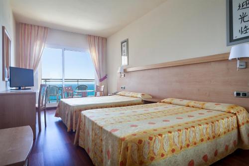 Een bed of bedden in een kamer bij Hotel Best Benalmadena