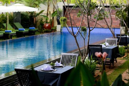 Un restaurante o sitio para comer en Khmer Mansion Boutique Hotel