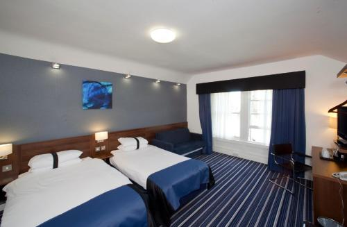 A bed or beds in a room at Piries Hotel