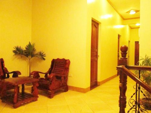 A seating area at Casa D' Estrella Apartelle