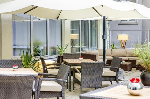 A restaurant or other place to eat at IntercityHotel Wien