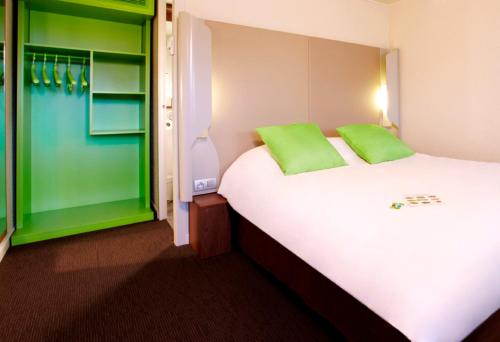 A bed or beds in a room at Campanile Metz Est Technopole