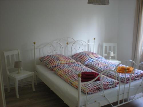 Ein Bett oder Betten in einem Zimmer der Unterkunft Helle Ferienwohnung im Roten Feld