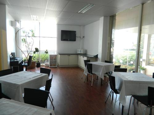 A restaurant or other place to eat at Park Squire Motor Inn & Serviced Apartments