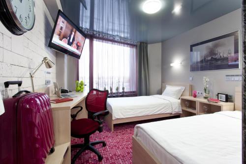 Ein Bett oder Betten in einem Zimmer der Unterkunft Marins Park Hotel Yekaterinburg