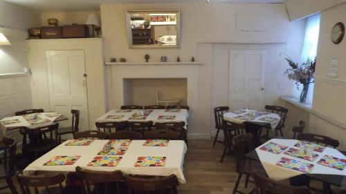 A restaurant or other place to eat at Arran House Hotel