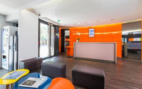 The lobby or reception area at Libertel Canal Saint Martin