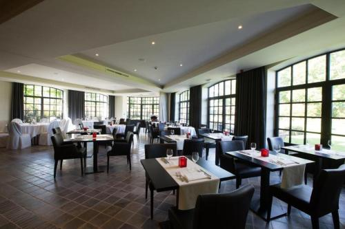 A restaurant or other place to eat at Hotel De Lissewal