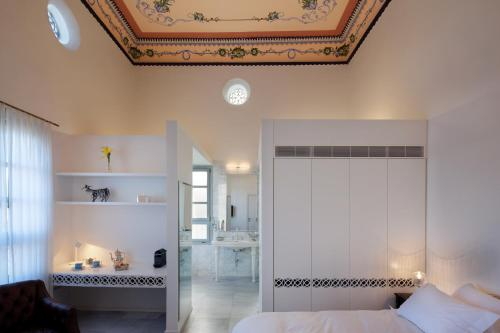A bathroom at The Efendi Hotel Akko
