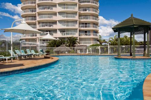 The swimming pool at or near 2nd Avenue Beachside Apartments