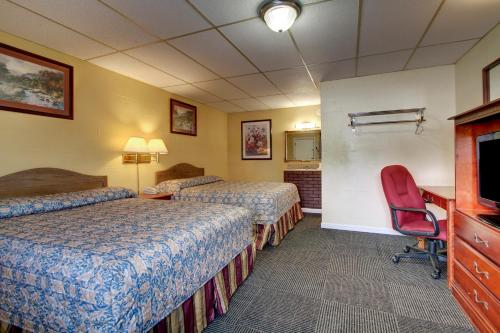 A bed or beds in a room at Star Motel