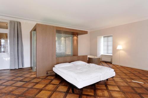 Ein Bett oder Betten in einem Zimmer der Unterkunft Klosterhotel St. Petersinsel