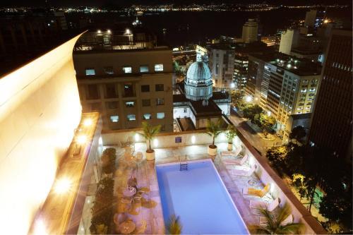 Uma vista da piscina em Windsor Guanabara ou nos arredores