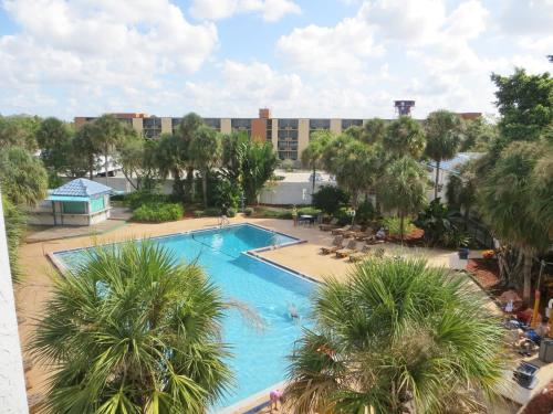 A view of the pool at Monumental Movieland Hotel or nearby