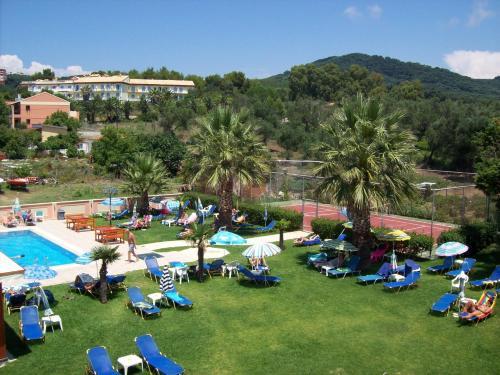 Vue sur la piscine de l'établissement Thomas Bay Hotel ou sur une piscine à proximité