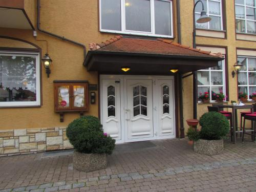 Eine Fassade oder ein Eingang zu Hotel Zum Erker