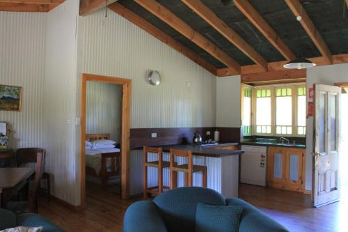 A seating area at Lovedale Cottages Hunter Valley