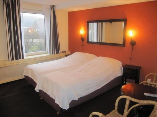 Een bed of bedden in een kamer bij Badhotel Zeecroft