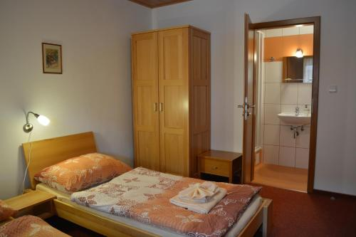 A bed or beds in a room at Penzion Farma Dvorec