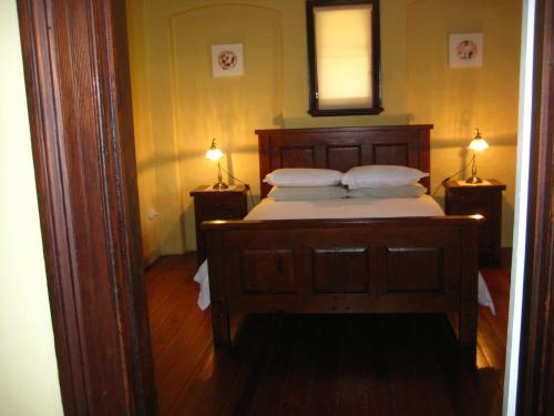 A bed or beds in a room at Mudgee Bed And Breakfast