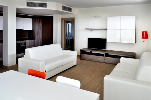 Area soggiorno di BB Hotels Aparthotel Bicocca