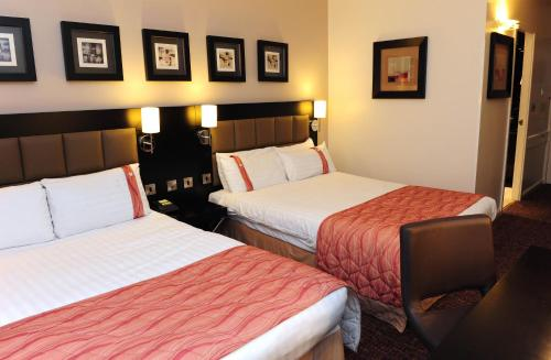 A bed or beds in a room at Holiday Inn Telford Ironbridge