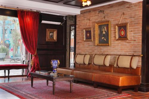 Uma área de estar em Hotel Boutique Castillo Rojo