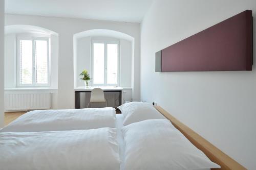 Ein Bett oder Betten in einem Zimmer der Unterkunft Hotel zum Goldenen Schiff