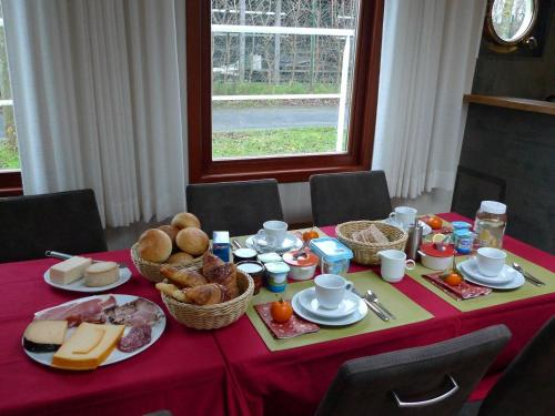 Breakfast options available to guests at B&B Barge Johanna