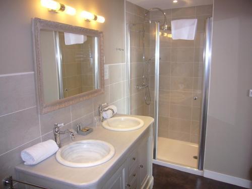 A bathroom at La Dixmeresse