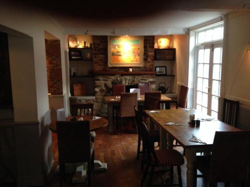 A restaurant or other place to eat at The Crown Inn, Kemerton