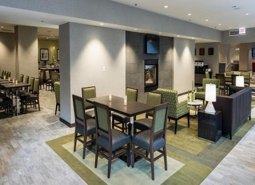 A restaurant or other place to eat at Hampton Inn Chicago Downtown/Magnificent Mile
