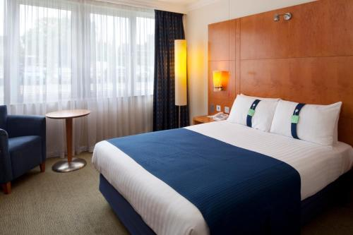 A bed or beds in a room at Holiday Inn Maidenhead Windsor