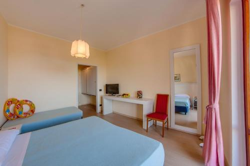 A bed or beds in a room at Hotel Del Golfo - Dependance