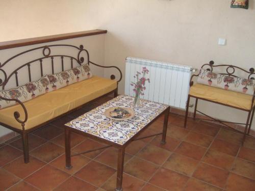 A seating area at La Plata de Oropesa
