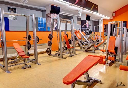 Gimnasio o instalaciones de fitness de AXA Hotel