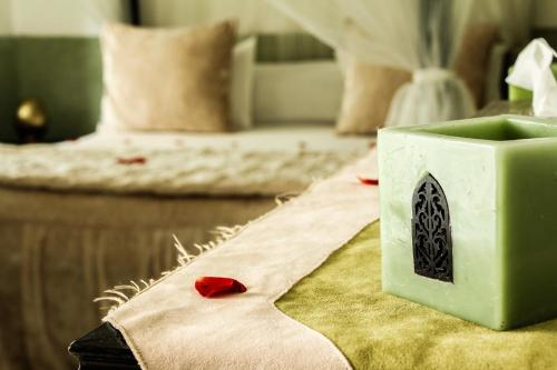 A bed or beds in a room at Le Pavillon Oriental