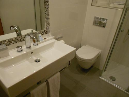 Ein Badezimmer in der Unterkunft Hotel Piemont