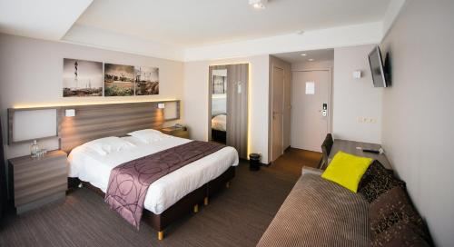 A bed or beds in a room at C-Hotels Burlington