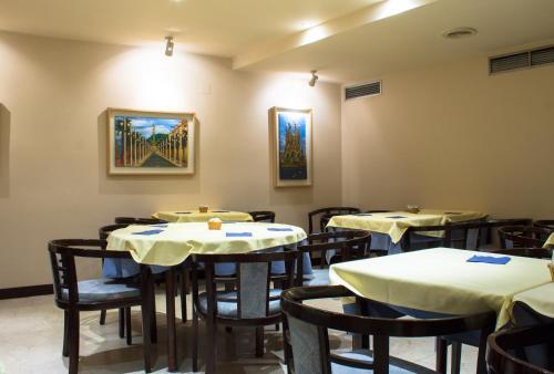 Ein Restaurant oder anderes Speiselokal in der Unterkunft Atlantis by Atbcn