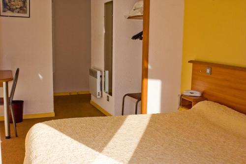 Кровать или кровати в номере Hotel de L'Opéra