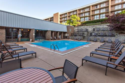 The swimming pool at or near DoubleTree by Hilton Pittsburgh-Green Tree
