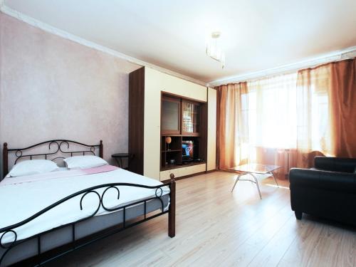 Кровать или кровати в номере ApartLux  на Белорусской