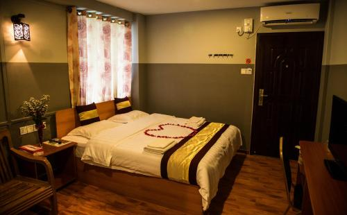 A bed or beds in a room at Myint Myat Guest House