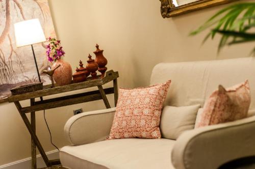 A seating area at Hotel Villa Rosario