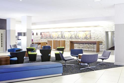 A seating area at Novotel Birmingham Centre