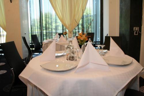 Un restaurant sau alt loc unde se poate mânca la Hotel Zytto by Razvan Rat