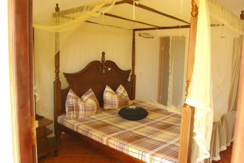 A bed or beds in a room at Zum Deutschen